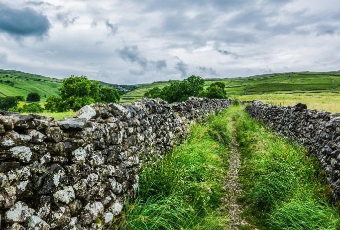 Weisheitsgeschichte: Die Mauer der 1000 Steine
